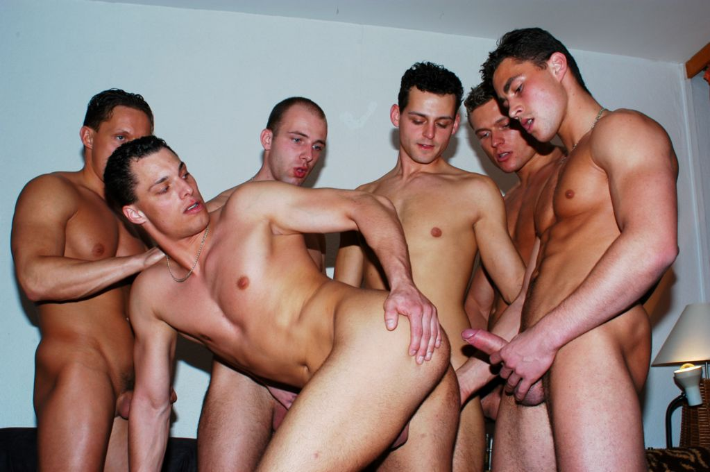 Massive gay orgy with muscled guys in the gym